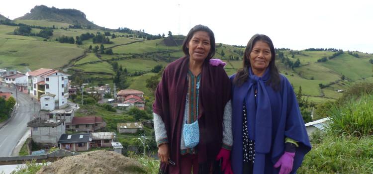 Deux agricultrices membres de l'association de producteurs de fruits